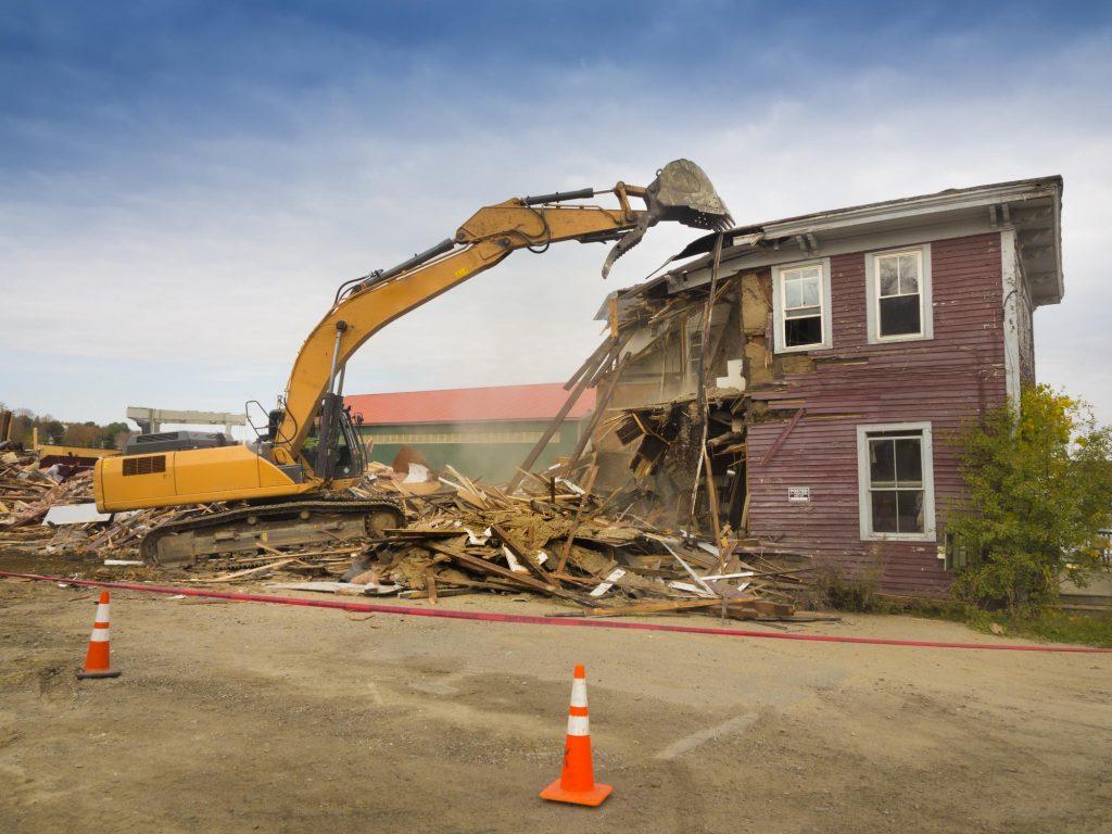 truck demolish the house